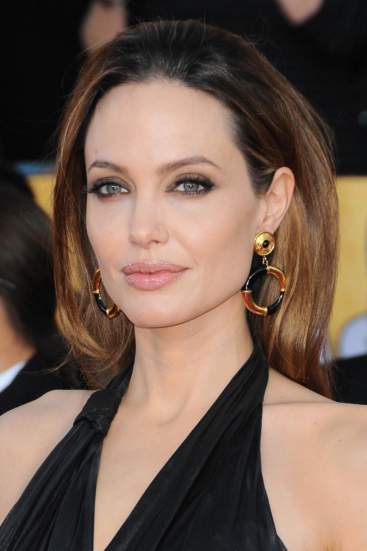 Angelina Jolie: Biografía, películas, series, fotos ...