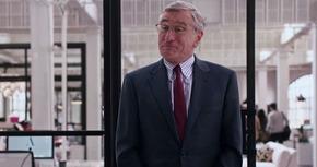 Primer tráiler de 'El becario', la nueva comedia de Robert De Niro y Anne Hathaway