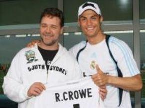 Russell Crowe, de visita con los jugadores del Real Madrid
