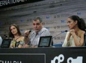 Benito Zambrano ofrece una rueda de prensa en el Festival de San Sebastián