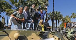'Los mercenarios 3 ', presentada en Cannes con un despliegue de tanques