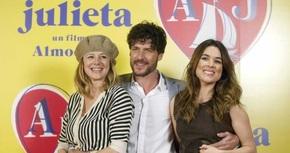 El reparto de 'Julieta' continúa con la promoción de la película sin Almodóvar