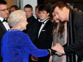 Liam Neeson y la reina de Inglaterra lloran con 'Las crónicas de Narnia'