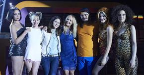 Emma Bunton, de las Spice Girls, tuvo un cameo en 'Cómo sobrevivir a una despedida'