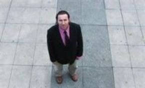 Antonio de la Torre aboliría el doblaje para competir con producciones extranjeras