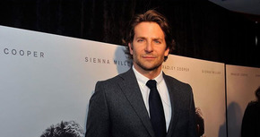 Bradley Cooper podría debutar como director con el remake de 'Ha nacido una estrella'