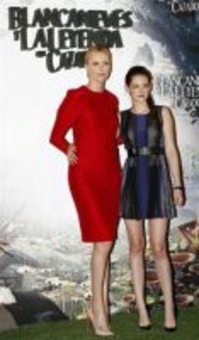 Charlize Theron y Kristen Stewart, en España para presentar 'Blancanieves y la leyenda del cazador'