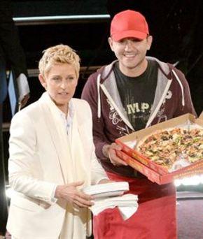 El repartidor de pizza de los Oscar, invitado en el programa de Ellen DeGeneres