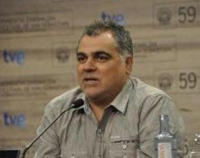 Benito Zambrano recibe el premio Luis Ciges