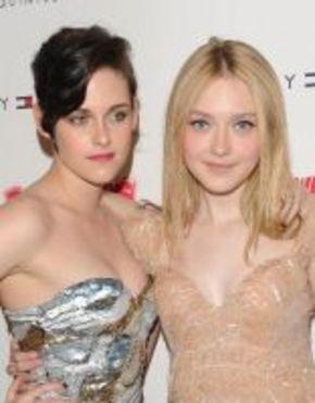 Kristen Stewart y Dakota Fanning, rodeadas de amigos en la premiere de 'The Runaways'